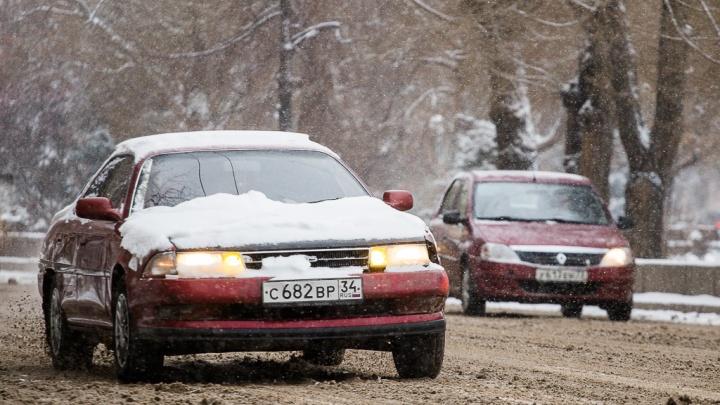 «Избегайте резких манёвров»: магистрали Волгоградской области в четверг покроются снежной кашей