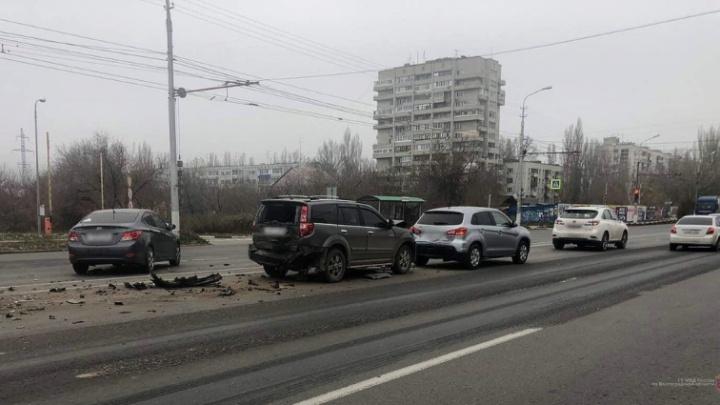 В Волгограде столкнулись четыре автомобиля: двое ранены