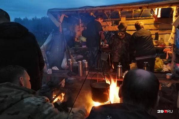 Жизнь в лагере активистов кипит круглосуточно