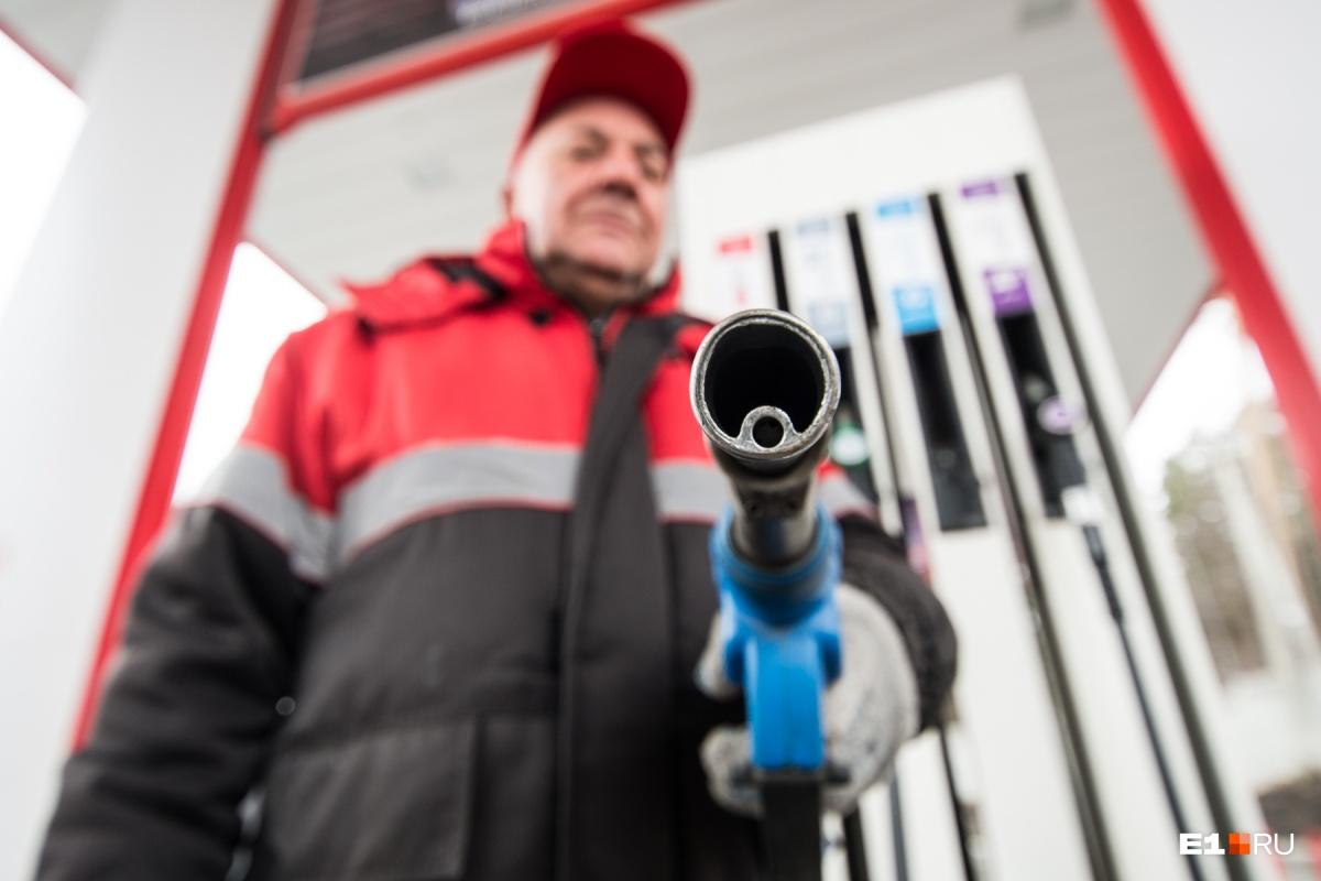 Правительство разрешило нефтяным компаниям повысить цены на бензин на 1,7%