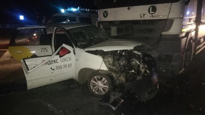 В Курганской области автомобиль«Яндекс. Такси» попал в смертельное ДТП