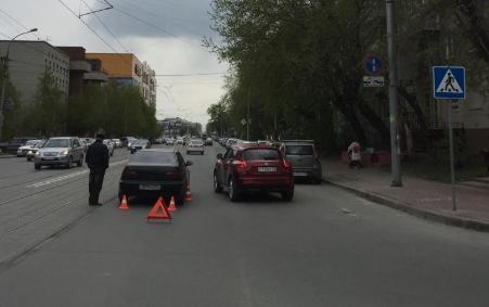 В центре Новосибирска «Хонда» сбила школьника на пешеходном переходе