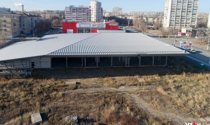 «Это уродство нужно снести»: Михаил Таранцов о будущем земли под недостроенным торговым центром