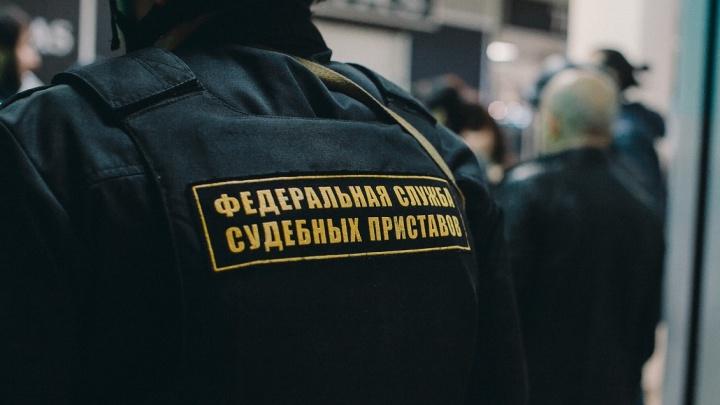 Тюменца, накопившего долг по алиментам в 200 тысяч рублей, арестовали на 10 суток