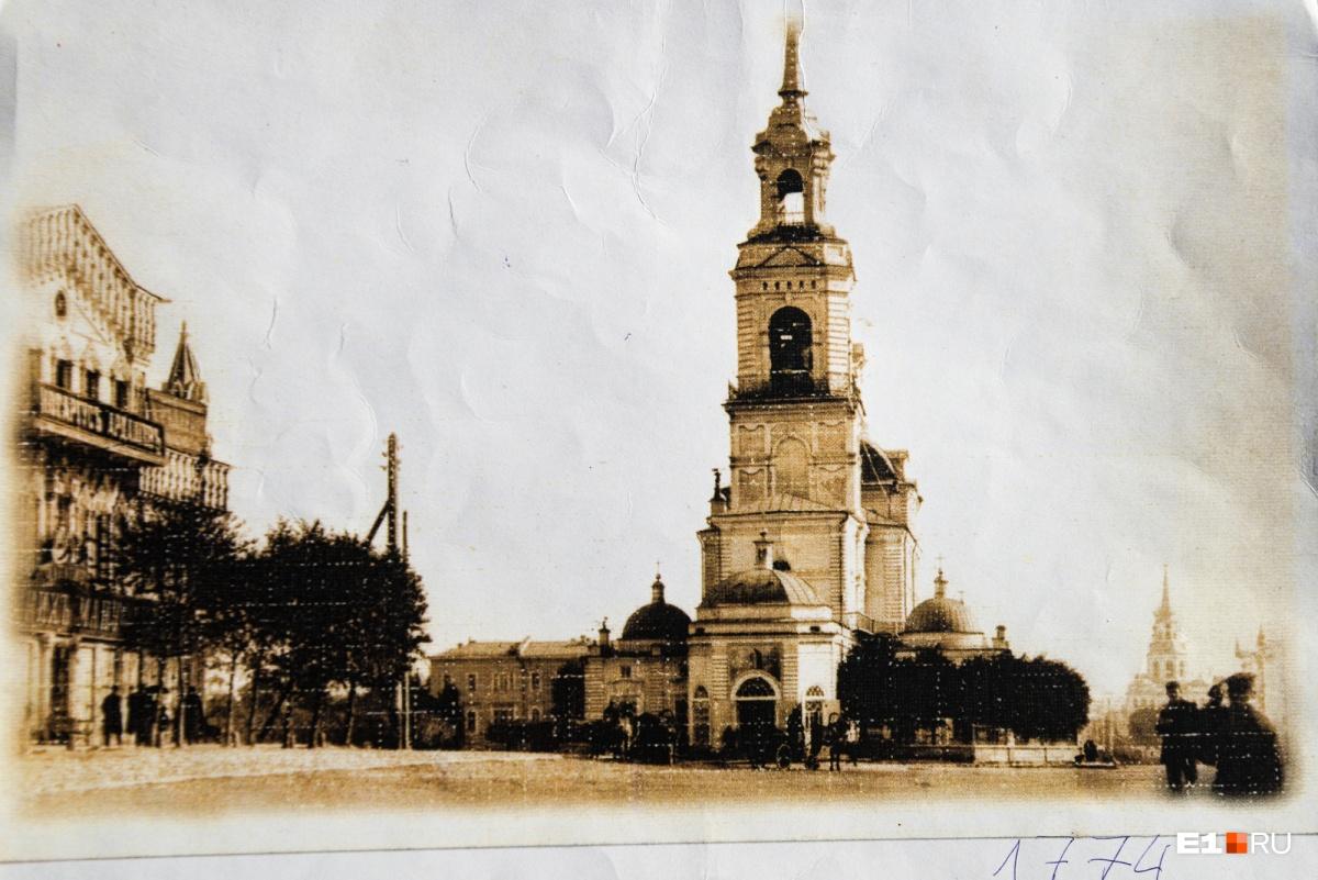Кафедральная площадь — нынешняя площадь 1905 года
