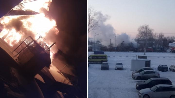 Утренний пожар на Пирогова тушили больше трех десятков человек