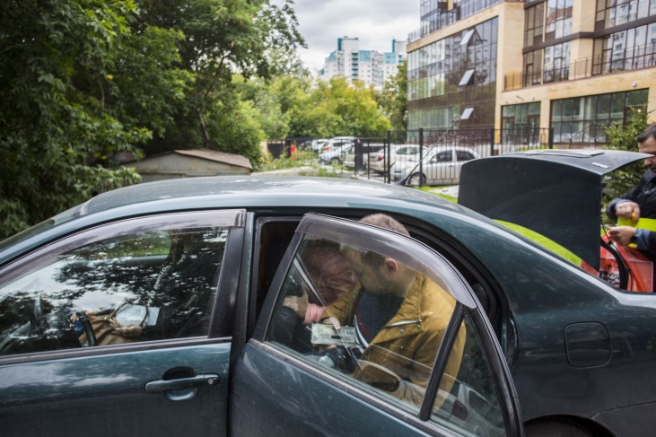 Полиция провела в доме Сергея Бойко боле 7 часов, а после его увезли на допрос