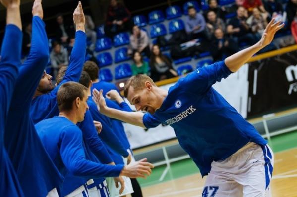 Победный мяч забросил Сергей Токарёв за 6 секунд до конца игры
