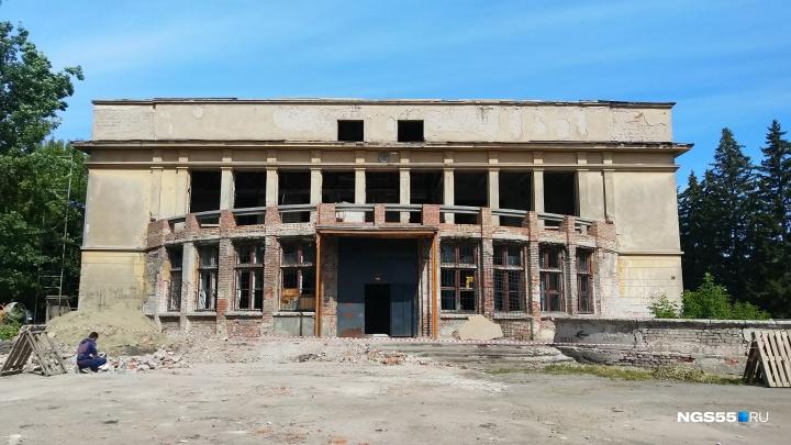 Заброшенное здание бывшей библиотеки аграрного университета начали реставрировать