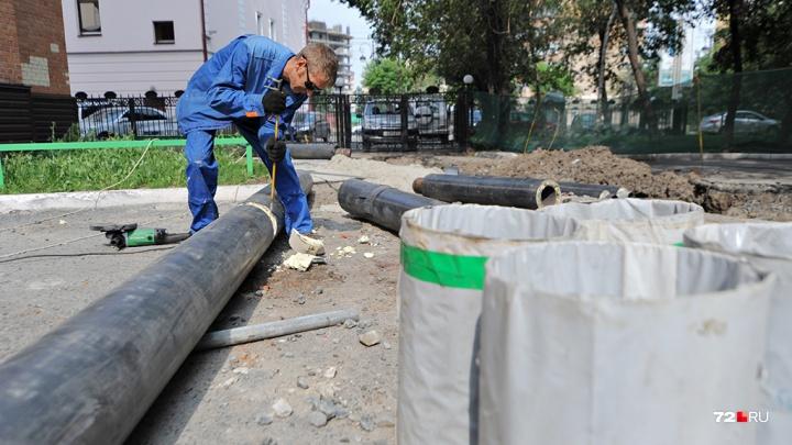 Жители Березняков едва не утонули в фекалиях: в канализацию слили несколько кубометров бетона