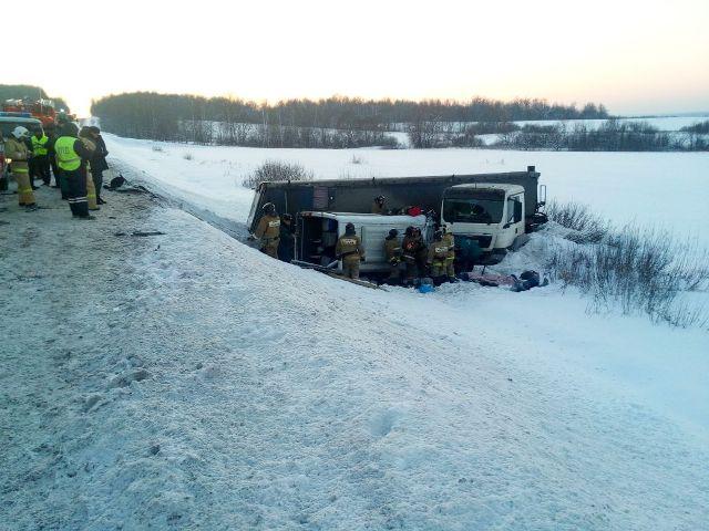 В микроавтобусе ехали 13 человек, среди них 8 южноуральцев