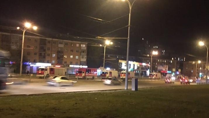 У станции метро «Проспект Космонавтов» собрались ОМОН, полиция, МЧС и саперы