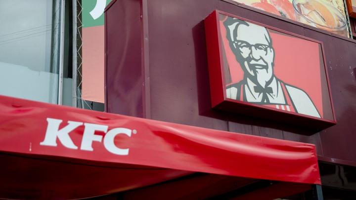 Омич потребовал пять миллионов рублей с «Континента» и KFC за то, что упал в шахту лифта