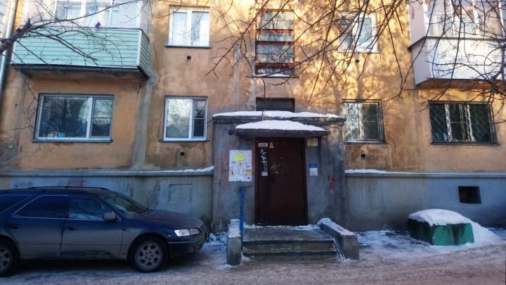 Жильцы дома в центре Новосибирска остались без воды после аварии в офисе «Единой России»