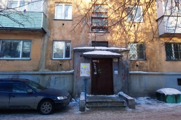 Вчера днём в шестом подъезде дома по улице Ленина, 55 пропала вода — и холодная, и горячая