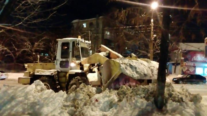 Не мешайте уборке: власти Самары просят горожан убирать свои машины с обочин дорог