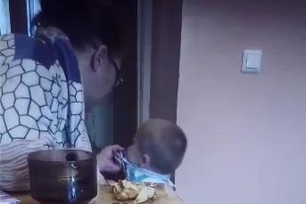 Новосибирцы начали пересылать друг другу скандальное видео с избиением ребёнка