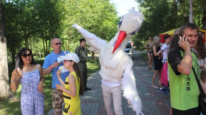 Парк Кирова заполнили люди в смешных и странных костюмах