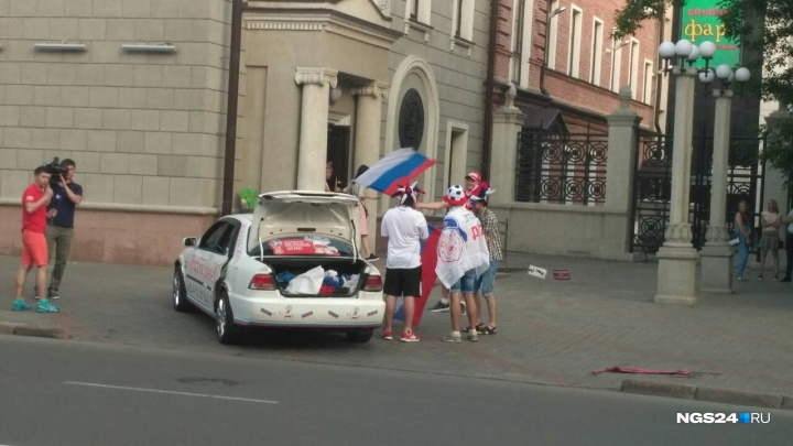 Полные залы и флаги на улицах: как в Красноярске встречают открытие чемпионата мира по футболу