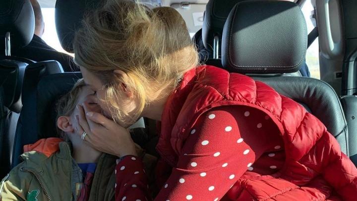 «Какая картина перед ребёнком!»: на Наталью Водянову ополчились возмущенные мамочки
