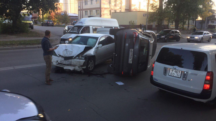 Skoda легла на бок после жёсткого столкновения на Бориса Богаткова