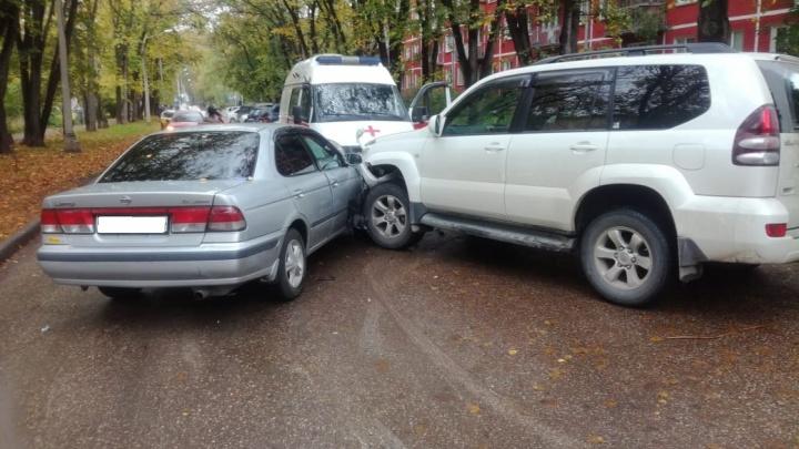 «Ниссан» и «Тойота» не поделили дорогу в Академгородке: приехала скорая помощь