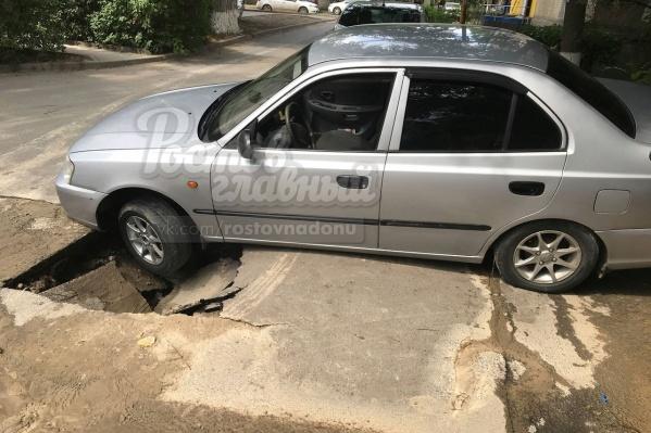 На Мечникова на дороге появилась дыра