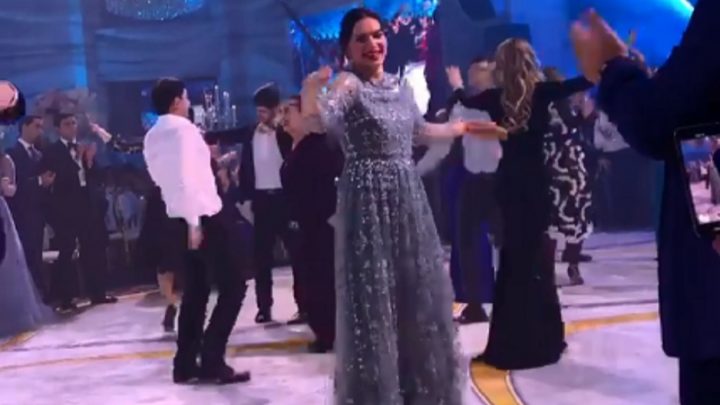 Елена Исинбаева станцевала лезгинку и спела «Червону руту»