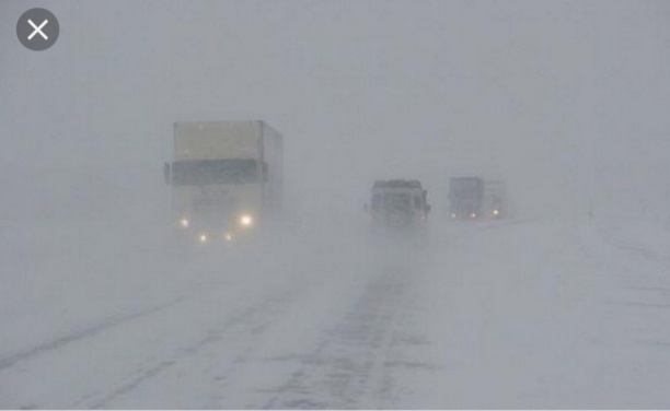 Автомобилистов просят остановиться и переждать непогоду
