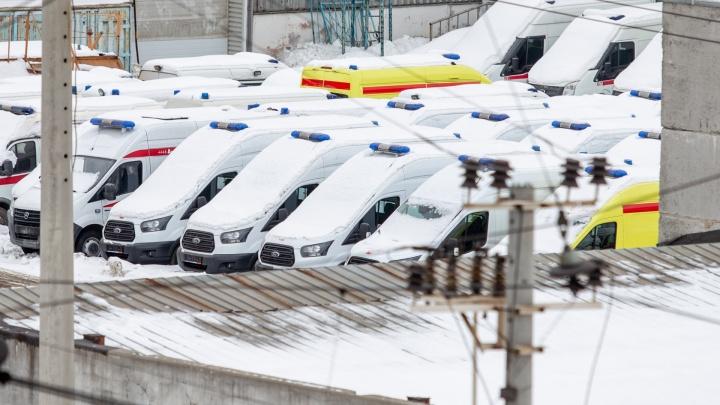 «Берегут к саммитам?»: водители челябинских скорых заявили, что новые машины простаивают на парковке