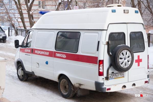 На место происшествия очевидцы вызвали медиков