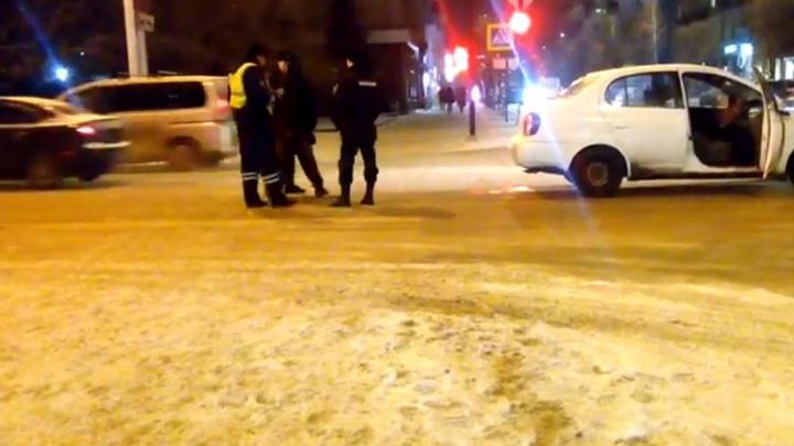 «Это не моя машина»: очевидцы сдали полиции пьяного водителя на Сурикова