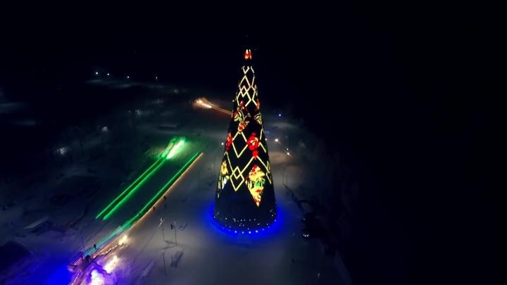 Светящиеся в темноте ёлки Красноярска красиво сняли с высоты
