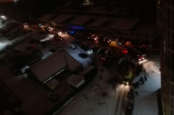 На место приехали девять пожарных машин