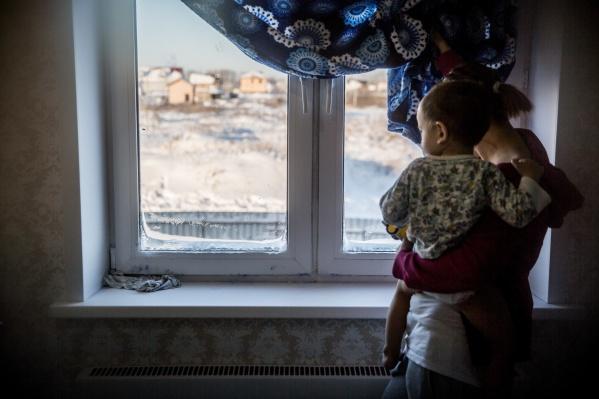 Вчера коммунальщики ремонтировали теплотрассу в Ленинском и Центральном районах. Но отопление в квартиры так и не вернулось, жалуются новосибирцы