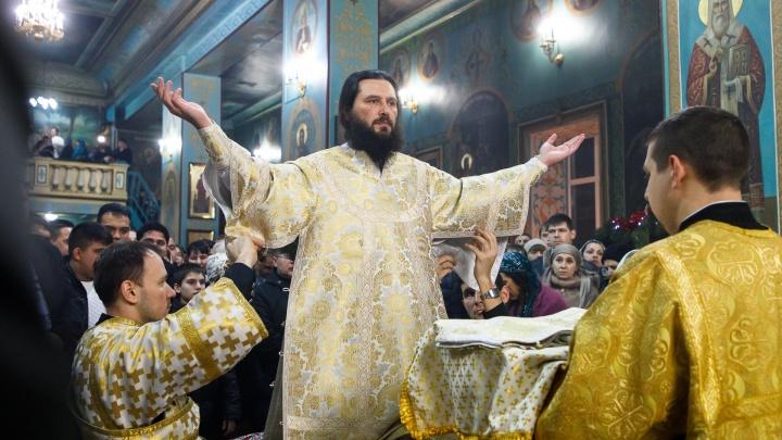 «Он вставал перед ними на колени»: волгоградский митрополит помыл ноги двенадцати священникам