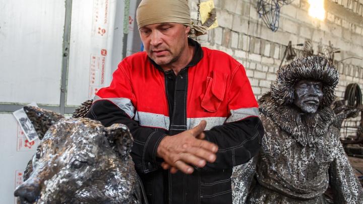 Волгоградец готовит к отправке в Москву скрученную из проволоки скульптуру бегуньи