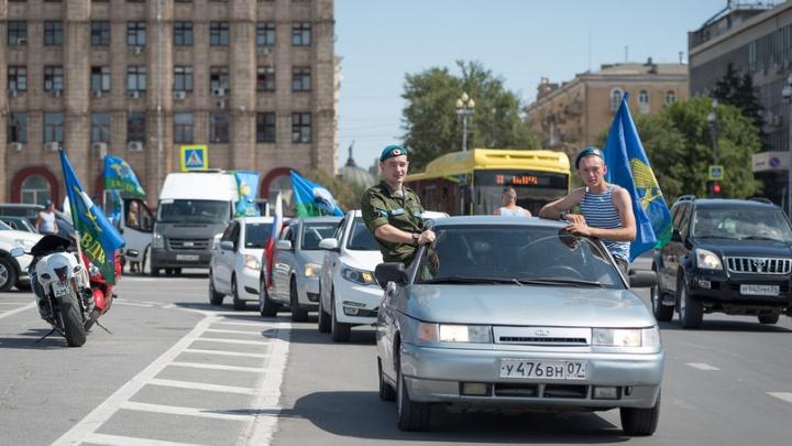 За дядю Васю! Волгоградские десантники отметили свой день без фонтанов и шумных встреч