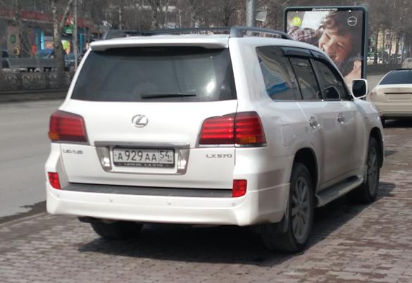 «Я паркуюсь как чудак»: Lexus ААА —посторонись, «пешики»