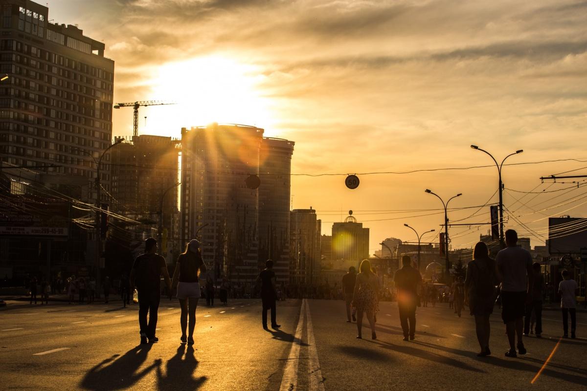 Всё будет хорошо: 10 лучших фото Дня города от НГС