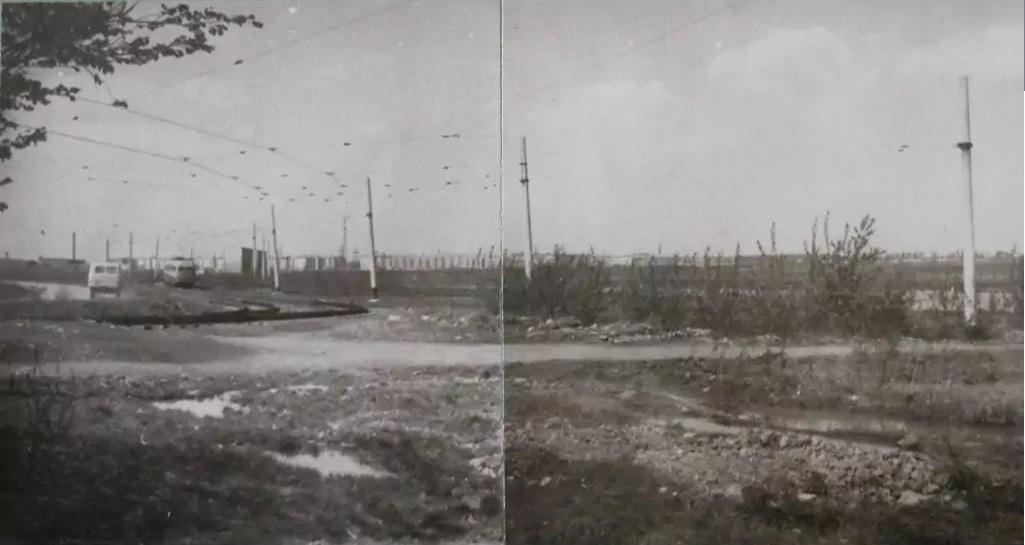 Трамвай на Сортировку запустили ещё в конце 1940-х годов. В 1953 году ветку протянули до поселка Семь Ключей. Изначально это была однопутка, но электротранспорт для района, отдаленного от центральной части Свердловска, был крайне важен.В 1964 году был построен и второй путь трамвайной линии. На снимке вагон уходит вглубь Сортировки. Вдали видны дома по улице Надеждинской. Фотография ориентировочно 1970 года