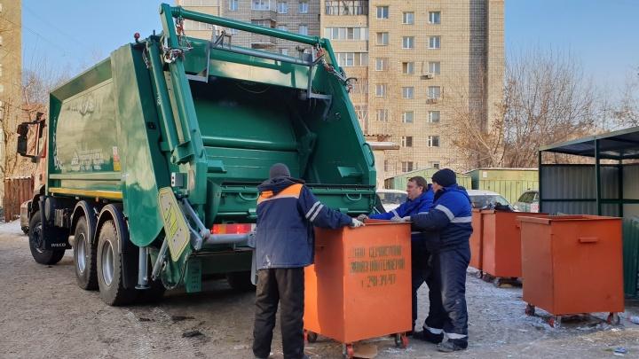 От 200-килограммового контейнера до мульды: новые мусоровозы убирают левобережье Красноярска