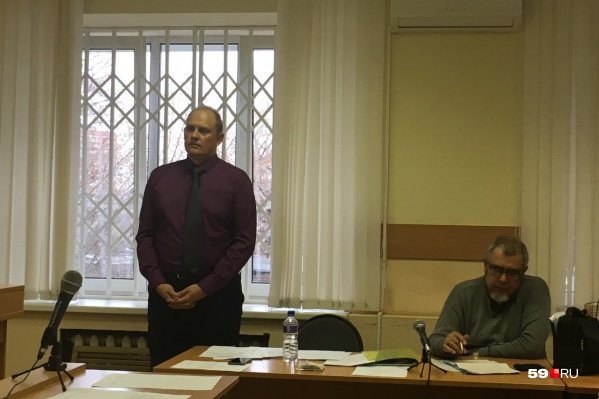 Алексей Мецгер (слева) не признал вину