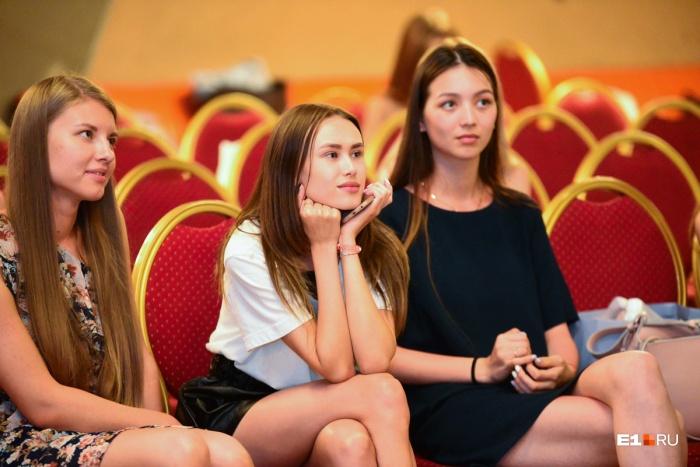 Девчонки, которые прошли строгий отбор, в течение месяца будут готовиться к финальному шоу