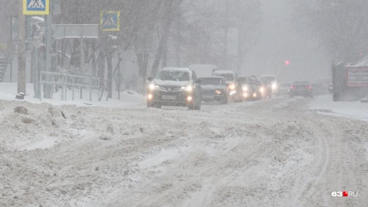 Зальет и сдует: в Самарской области объявили экстренное предупреждение из-за погоды