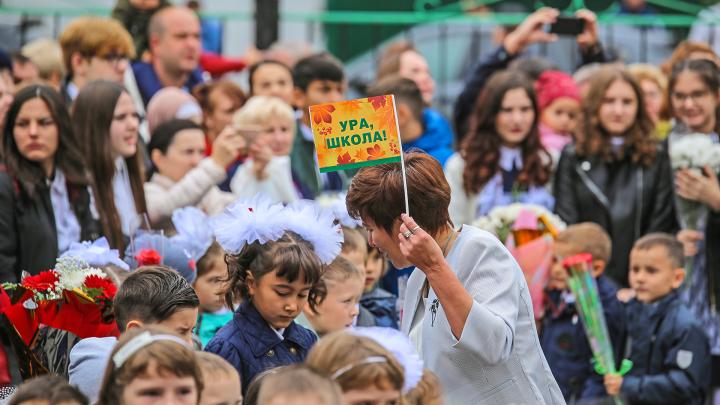 Взволнованные лица первоклассников и ворох букетов: в Уфе прошли линейки ко Дню знаний