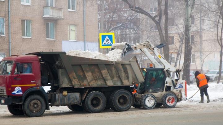 Мэрия Самары пообещала вывезти снег из дворов за 50 миллионов рублей