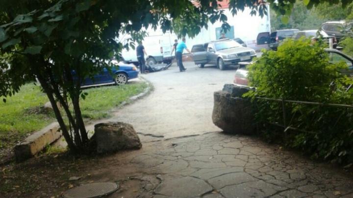 На улице Партизанской нашли машину с трупом