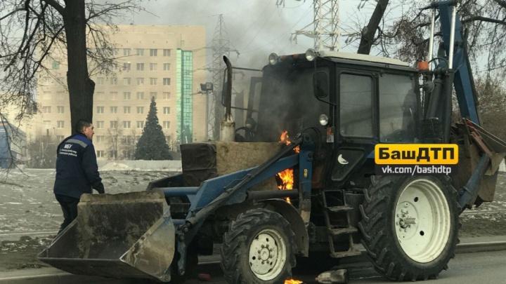 В Уфе на ходу загорелся трактор