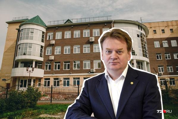 Андрей Кудряков работал в онкоцентре с 2013 года. Весной этого года в «Медгороде» прошли обыски, связанные с многомиллионными хищениями бюджетных денег